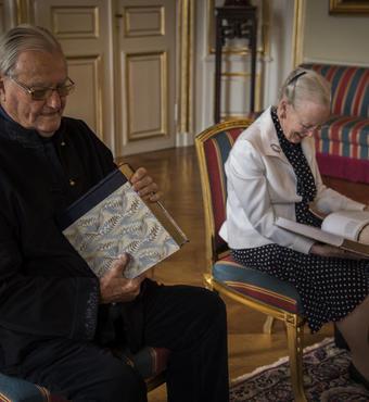Bogen har fokus på det dansk-franske kunstneriske samarbejde i den danske enevældes tid. © Kongehuset
