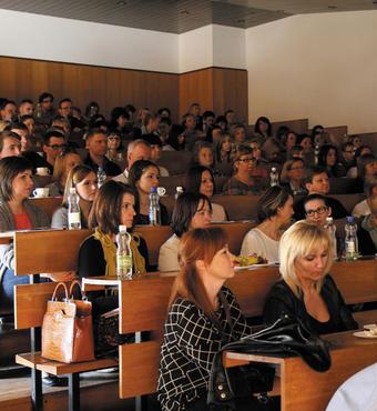 Polen: Et par gange om året samler Nobody's Children Foundation NGO'er fra hele Polen til seminarer og konferencer, hvor man udveksler erfaringer og etablerer samarbejde.
