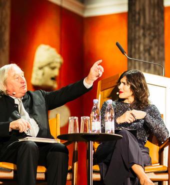 Prismodtager Steven Holl i diskussion med moderator Katrina Sichel. Foto: Zevegraf