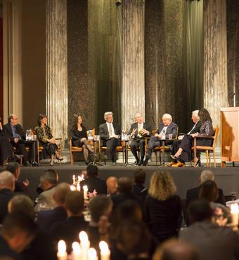 Juryen på scenen ved The Daylight Award 2016. Foto: Zevegraf