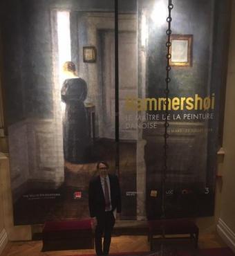 Direktør Lars Hansen, VILLUM FONDEN, ved indgang til Hammerhøi-udstillingen. Foto: Signe Staubo Sørensen