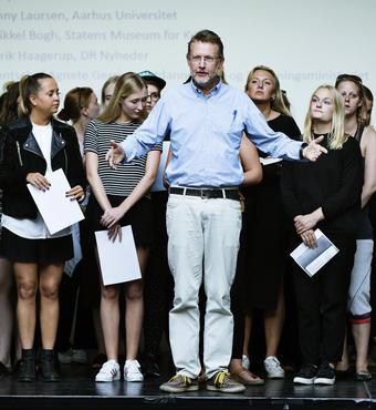 Forstander Bjørn Bredal, Borups Højskole, introducerede både højskolen, værdierne bag og koret, der indledte dagen