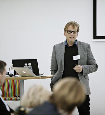 Andreas Roepstorff, professor på Aarhus Universitet og formand for Videnskabernes Selskabs Forskningspolitiske Udvalg, holder oplæg om forskning, de filantropiske fonde og den entreprenante stat